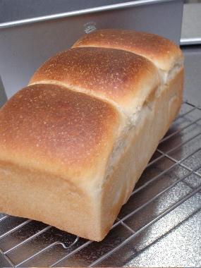 生クリーム入り食パン1.jpg